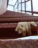 Wenteltrap van ijzer, en handschoen royalty-vrije stock foto