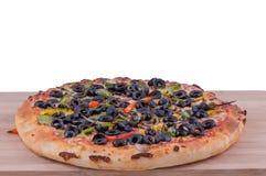 Wer; e-Pizza auf einem hackenden Brett Lizenzfreies Stockbild