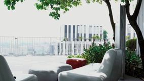 Weranda lub taras z pracującą przestrzenią na najwyższym piętrze zdjęcie wideo