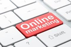 Werbekonzeption: Online-Marketing auf Computertastaturhintergrund Lizenzfreie Stockfotos