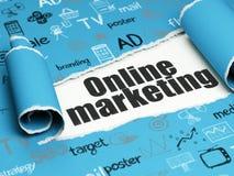 Werbekonzeption: schwarzes Text Online-Marketing unter dem Stück des heftigen Papiers Stockfoto