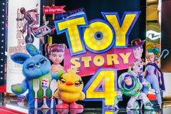 Werbung der Dekoration für den Film Toy Story 4 und der Anzeigen am Kino lizenzfreie stockfotos