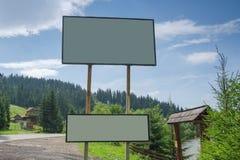 Werbung der Oberfläche auf einem Hintergrund von Bergen lizenzfreies stockfoto