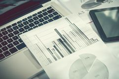 Werbung des Handelsförderungs-Digital-Marketing-Konzeptes Verbessern von Statistiken lizenzfreie stockfotos