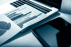 Werbung des Handelsförderungs-Digital-Marketing-Konzeptes Verbessern von Statistiken stockfoto