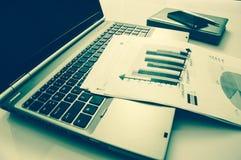 Werbung des Handelsförderungs-Digital-Marketing-Konzeptes Verbessern von Statistiken lizenzfreie stockbilder