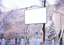 Werbungsanschlagtafel und -fahne am Stadtstraßenmodell Lizenzfreie Stockbilder