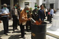 WERELDECONOMIE VAN DE DE OLIEPRIJZENklap VAN INDONESIË DE  Stock Fotografie