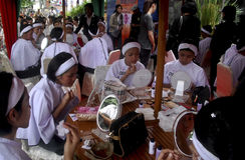 WERELDECONOMIE VAN DE DE OLIEPRIJZENklap VAN INDONESIË DE  Stock Foto