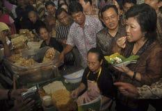 WERELDECONOMIE VAN DE DE OLIEPRIJZENklap VAN INDONESIË DE  Stock Foto's