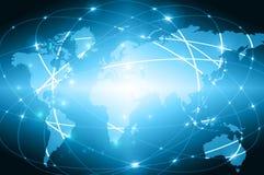 Wereldkaart op een technologische achtergrond, gloeiende lijnensymbolen van Internet, radio, televisie, mobiel en satelliet Stock Foto's