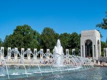 Wereldoorlog II Herdenkings Atlantische kant met diverse gebieden met fontein en toeristen royalty-vrije stock afbeelding