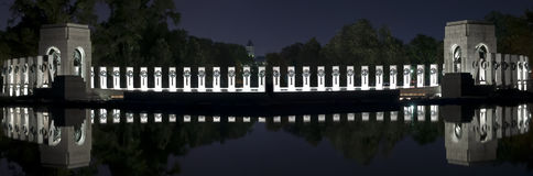 Wereldoorlog IIgedenkteken bij Nacht stock foto