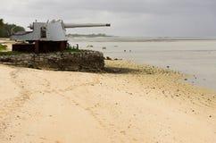 Wereldoorlog Twee Kanonnen op Kiribati stock afbeeldingen