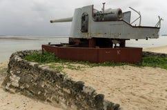 Wereldoorlog Twee Kanonnen op Kiribati stock foto's