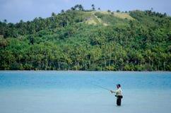 Werfen für Bonefish im Aitutaki-Lagunen-Koch Islands Lizenzfreie Stockfotos