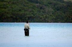 Werfen für Bonefish im Aitutaki-Lagunen-Koch Islands Lizenzfreie Stockfotografie