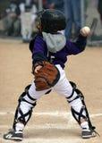 Werfende Kugel des Baseballfangfederbleches Stockfotos