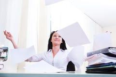 Werfende Papiere Lizenzfreie Stockfotografie