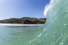 Werfende Welle, Piha-Strand stockbilder