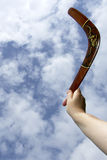Werfender gemalter Bumerang, vertikal Lizenzfreie Stockfotografie