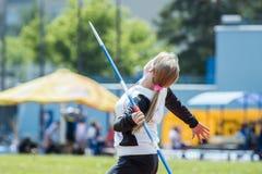 Werfender Speer des Mädchenathleten Lizenzfreie Stockfotos
