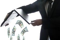 Werfendes Geld des Mannes Lizenzfreies Stockfoto