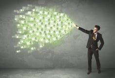 Werfendes Geldkonzept der jungen Geschäftsperson Stockfoto