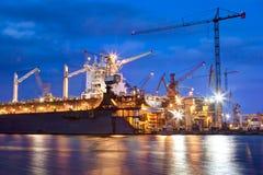 Werft bei der Arbeit, Schiffsreparatur, Fracht industriell lizenzfreies stockfoto