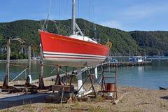 Werft u. Yacht, die bei Waikawa, Neuseeland instand gehalten wird Lizenzfreie Stockbilder