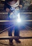 Werk een lassenarbeiders in fabrieken Royalty-vrije Stock Fotografie