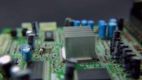 Werk het uiteinde van een soldeerbout stock videobeelden