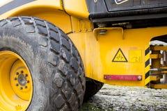 Werk in uitvoering, asfalt het leggen Wegenaanleg Wegenbouwmachines stock foto