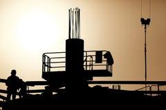Werk in uitvoering op ongelooflijke zonsondergang stock fotografie