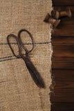 Werkelijk antieke ijzerschaar met spoelen Royalty-vrije Stock Foto's