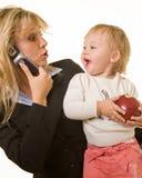 Werkend mamma met baby Royalty-vrije Stock Fotografie
