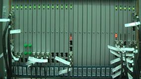 Werkend materiaal in mobiel omschakelingscentrum stock videobeelden