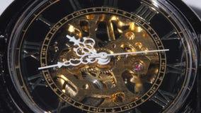 Werkend oud klokmechanisme Sluit omhoog stock video