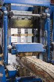 Werkende houten-scherpe machine Stock Foto