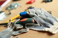 Werkende hulpmiddel en het werkhandschoenen stock afbeelding