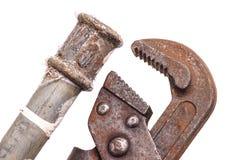 Werkende hulpmiddelen, loodgieterswerk, pijpen en tapkranen Royalty-vrije Stock Foto's