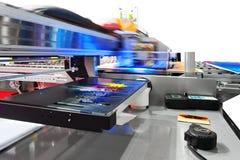 Werkende industriële groot formaat UVInkjet printer Stock Foto's