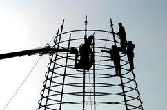 Werkende mensen op hoogte Stock Foto's