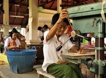 Werkende oude vrouw Stock Afbeelding