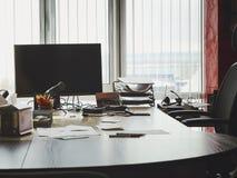 Werkende plaats van het bureau de eigentijdse bureau stock fotografie
