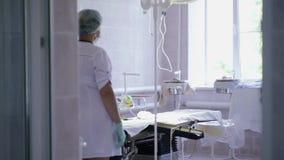 Werkende ruimte vóór chirurgie stock footage