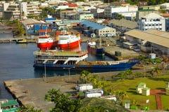 Werkende schepen bij de douanepier in kingstown Stock Afbeeldingen