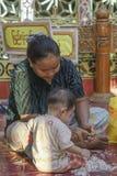 Werkende vrouwen en kind Royalty-vrije Stock Afbeeldingen