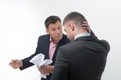 Werkgever boos met jonge werknemer Royalty-vrije Stock Foto