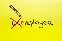 Werkloos of aangewend die concept op geel karton wordt geschreven royalty-vrije stock foto